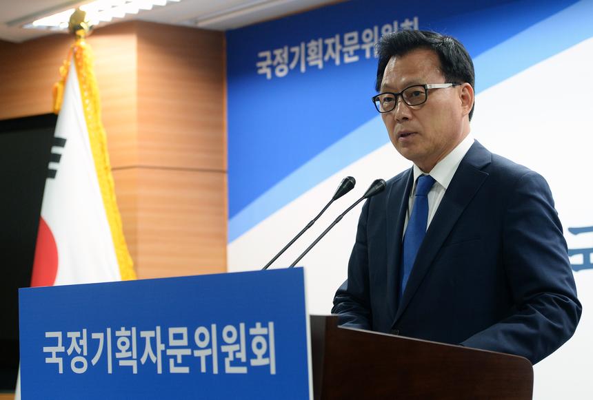 국정위, 소득주도성장 등 4대 복합·혁신과제 선정