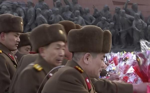 북한문닫고조용히열병식…몸사렸나