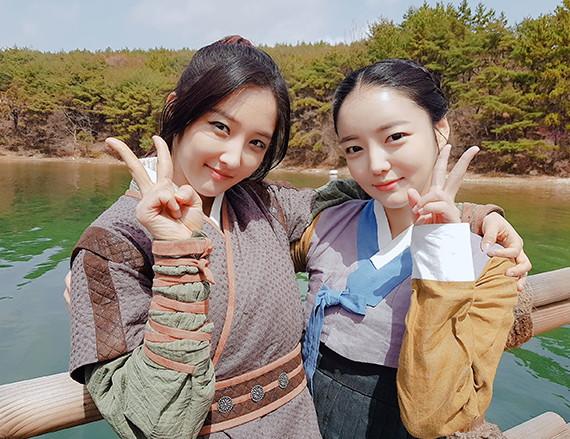 '대군' 문지인 X 손지현, 여신미모 연합… '꽃길 예약'