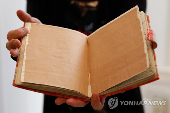'안네의 일기' 속 사춘기 소녀의 숨겨졌던 야한 본능