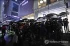 '6박7일 줄서기까지'…아이폰X 출시 첫날 대기행렬 '열기'