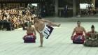[현장영상] 번영 기원하는 스모 스타들…여론은 싸늘