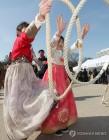 설 연휴 피로 씻자…주요 관광지에 나들이객 북적