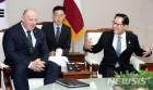 韓-스위스·라트비아 국방장관 회담…한반도 비핵화 논의
