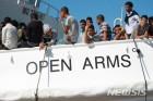 伊검찰, 216명 태운 스페인 난민구조선 억류