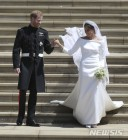 """마클 英왕자비 웨딩드레스 화제...""""단순미로 결혼식에 파격 더해"""""""