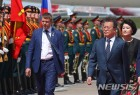 러시아 도착 문재인 대통령 의장대 사열
