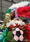우승 트로피에 키스 하는 멕시코 축구팬