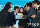새정치 초석이냐 구태 반복이냐…창당 1주년 기로에 선 바른정당