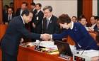 [사진]악수하는 김현미 장관-이강래 사장