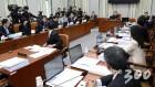 """""""임종석 오후 4시에 출석하라"""" 김성태 선언에 운영위 또 파행"""