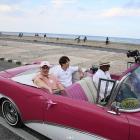 '1박2일' 데프콘, 쿠바 여행 사진 공개 '빈티지카 타고 폼 잡기'