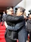 """2차 남북정상회담, 與 """"놀랍고도 반가운 소식"""" 野 """"투명하지 못한 깜짝쇼"""