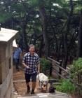 """문 대통령, 반려견 '마루'와 북악산 산책…시민들 """"귀인 만났다"""" 셀카 삼매경"""