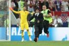 월드컵 결승 난입 '푸시 라이엇'은 무슨 노래를 불렀나
