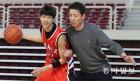"""김진영, 19세 193cm 가드 """"아버지 빨리 넘어야죠"""""""
