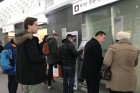 """KTX 매진… 평창패스 휴지조각"" 설연휴 발묶인 외국인들 분통"