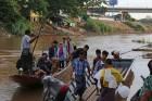 전쟁터였던 강물 위에서 불법 카지노 배들이 '두둥실'