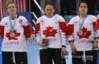 박수 받지 못한, 캐나다 여자 하키 선수의 '은메달 제거'