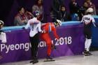 [금주의 B컷]조 꼴찌 북한 선수 다독다독, 감동의 올림픽 보고 또 보고