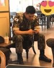 '군인' 옥택연 근황 '베레모 벗고 까까머리도 잘생김 가득'