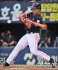 '손아섭 2홈런 5타점' 롯데, SK 꺾고 4연패 탈출