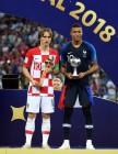 러시아 월드컵, '골든볼' 모드리치…'영플레이어' 음바페