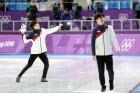 '남자 팀추월' 은메달, 어사화 수호랑은 응원해준 관중석 향해