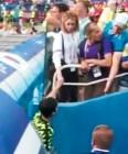 스위스인 박주호 아내, 부상 입고 퇴장하는 남편 위로하는 영상 '애잔'