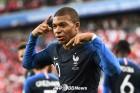 '최연소 득점자' 음바페, 프랑스의 16강을 이끌다