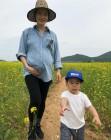 가희, 임신 8개월차 아름다운 D라인..행복한 가족 여행