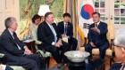 """문 대통령 """"북·미 정상회담 성공 위한 김정은 의지 분명""""종합"""