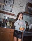 """제시카, 부엌에서도 수수한 매력…""""야식 먹는 中"""""""