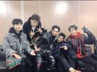 2PM, 오랜만에 선보인 완전체 무대… 일병 옥택연도 함께 '찰칵'