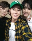 """[똑똑SNS] 김동준, 뉴이스트W JR·렌 응원 """"콘서트 멋있더라"""""""