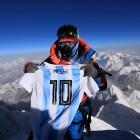 메시 유니폼, '세계 꼭대기' 에베레스트 정상서 휘날렸다