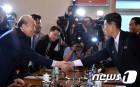 """북한, 금강산 이산가족 상봉 계획 보도… """"실무접촉 계속"""""""