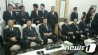 김종인-문재인 어색한 조우…金역할론에 文 '침묵만'