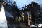 종로구 숭인동 다세대주택서 불…2명 연기 흡입