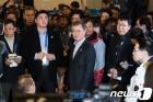 文대통령, 언론·봉사자 격려…남북정상회담은 '시기상조'(종합2보)