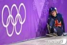 [올림픽] 옐로카드까지…크리스티의 올림픽 흑역사, 평창서도 계속