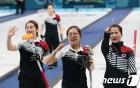 [올림픽] 여자 컬링 금메달 '가즈아!'…남자 봅슬레이 4인승도 메달 도전