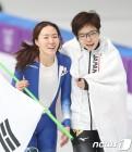 [올림픽 결산⓷]'우정의 포옹' 이상화 ·나오, 넘어지고도 金 크뤼게르…감동의 순간