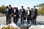 민주당 부산진구을 예비후보 봉하마을 찾아 '승리 다짐'