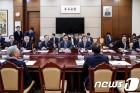 속도 붙는 남북정상회담 추진…대북특사 재파견 목소리도