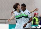 '이재성 선제골-이동국 쐐기골' 전북, FC서울 4-0 대파 종합