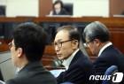 적극적인 MB, 소극적인 朴…두 전직 재판 태도 '극과극'