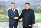 문재인 대통령·김정은 위원장, 두차례 회담까지
