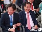 홍준표, 격전지 '노원병' 방문…유승민은 보수텃밭 'TK' 찾아