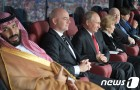 월드컵 개막전 관전하는 푸틴과 사우디 왕세자